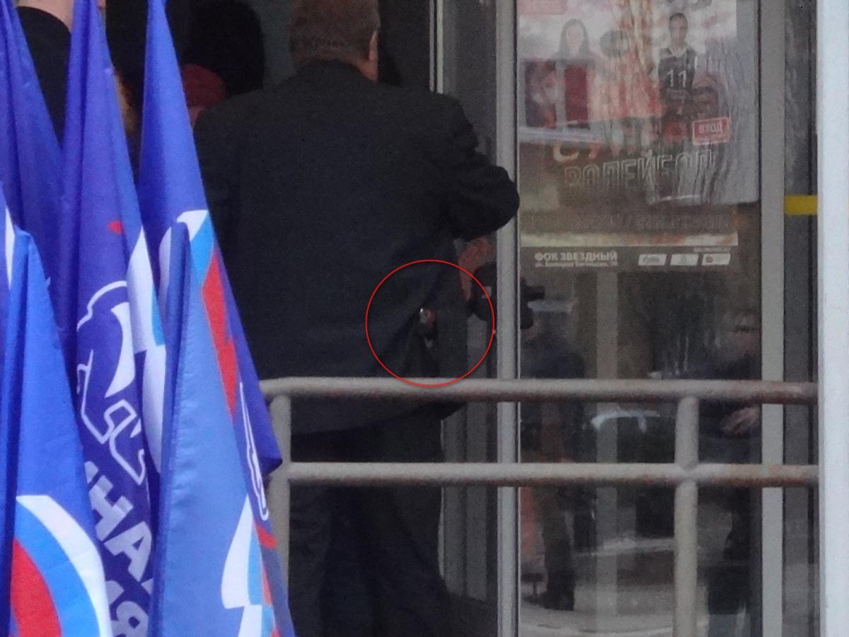 Депутат Ванцов пришел на конференцию «Единой России», вооруженный пистолетом - Общественное мнение Саратов Новости Сегодня