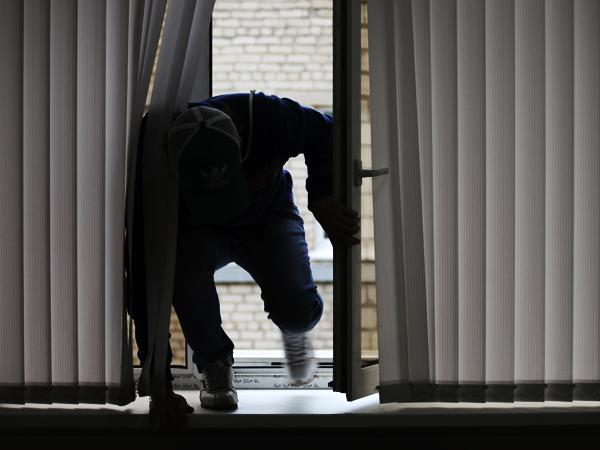 Забравшийся через окно мужчина убил ухажера бывшей супруги