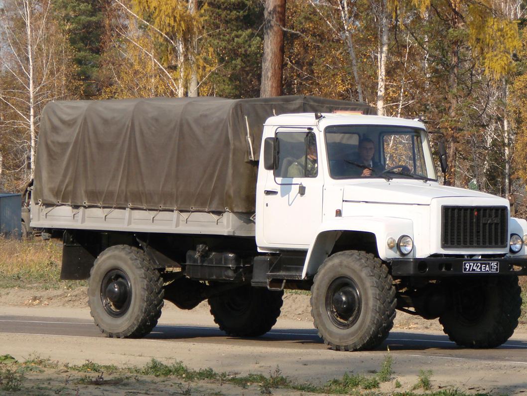 Наночной дороге умер выпавший изкузова фургона мужчина