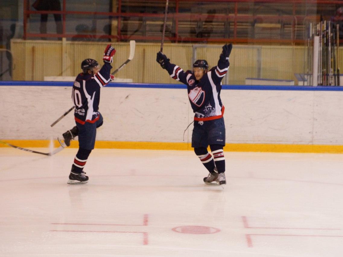 «Кристалл» обыграл одного излидеров чемпионата ВХЛ