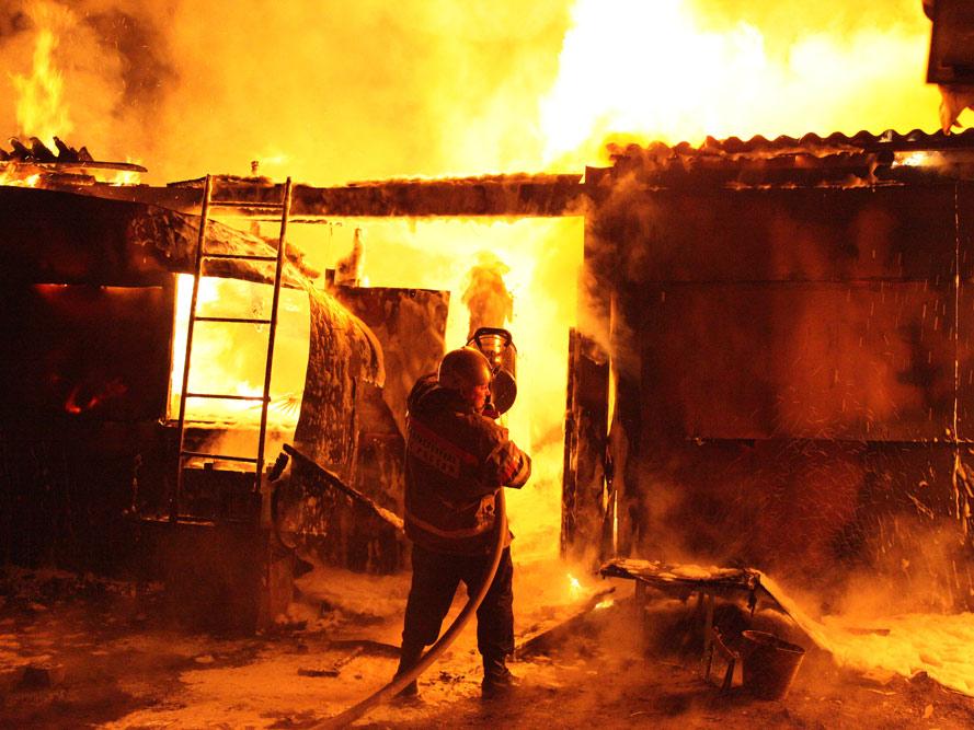 Напожаре в 2-х дачах вЕлшанке умер мужчина