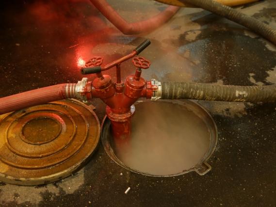 Вколлекторе теплотрассы впожаре погибли двое мужчин