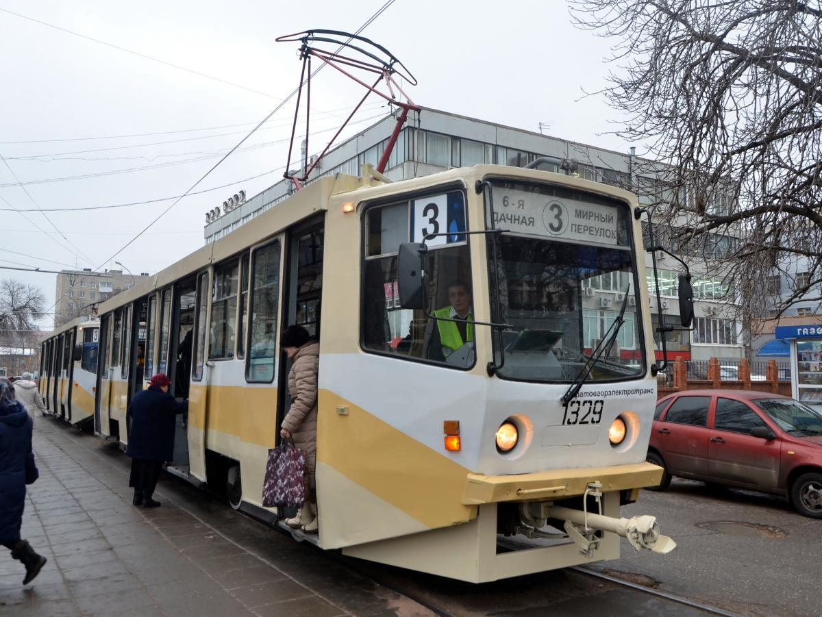 ВСаратове встречные трамваи неразъехались наповороте