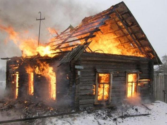 Под Саратовом напожаре вдеревянном доме умер мужчина