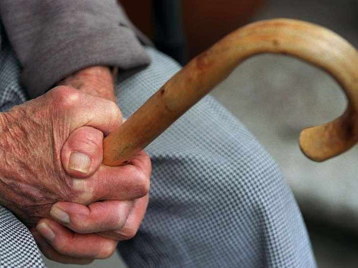 Пенсионер грозил ножом фельдшеру скорой помощи