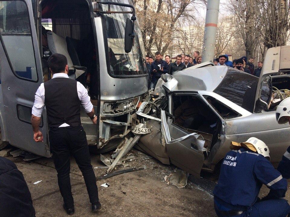 ВСаратове случилось массовое ДТП сучастием автобуса изГрозного
