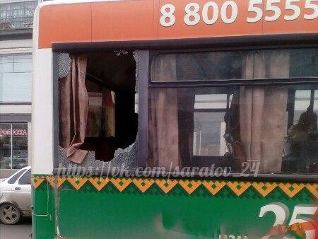 В центре Саратов столкнулись два пассажирских автобуса