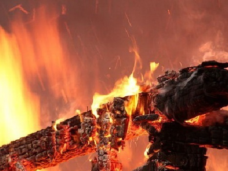 Напожаре вЛопуховке умер мужчина