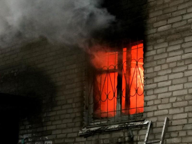 Пожар напроспекте Энтузистов: огнеборцы ночью эвакуировали издома 20 человек
