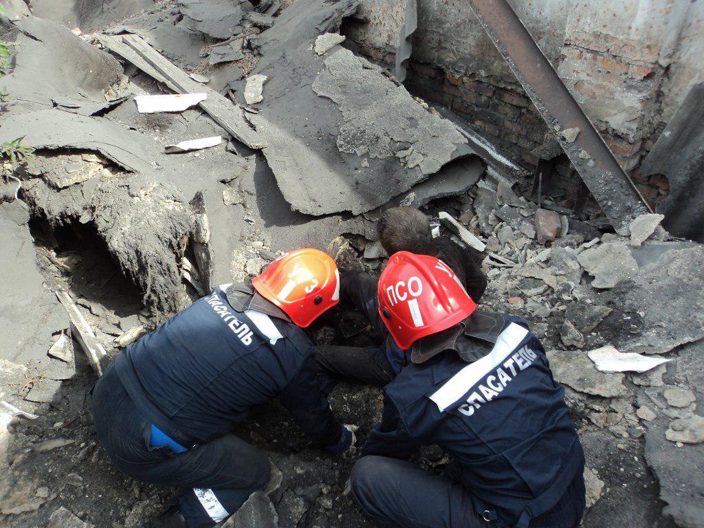 ВВольске под обрушившейся плитой здания умер мужчина