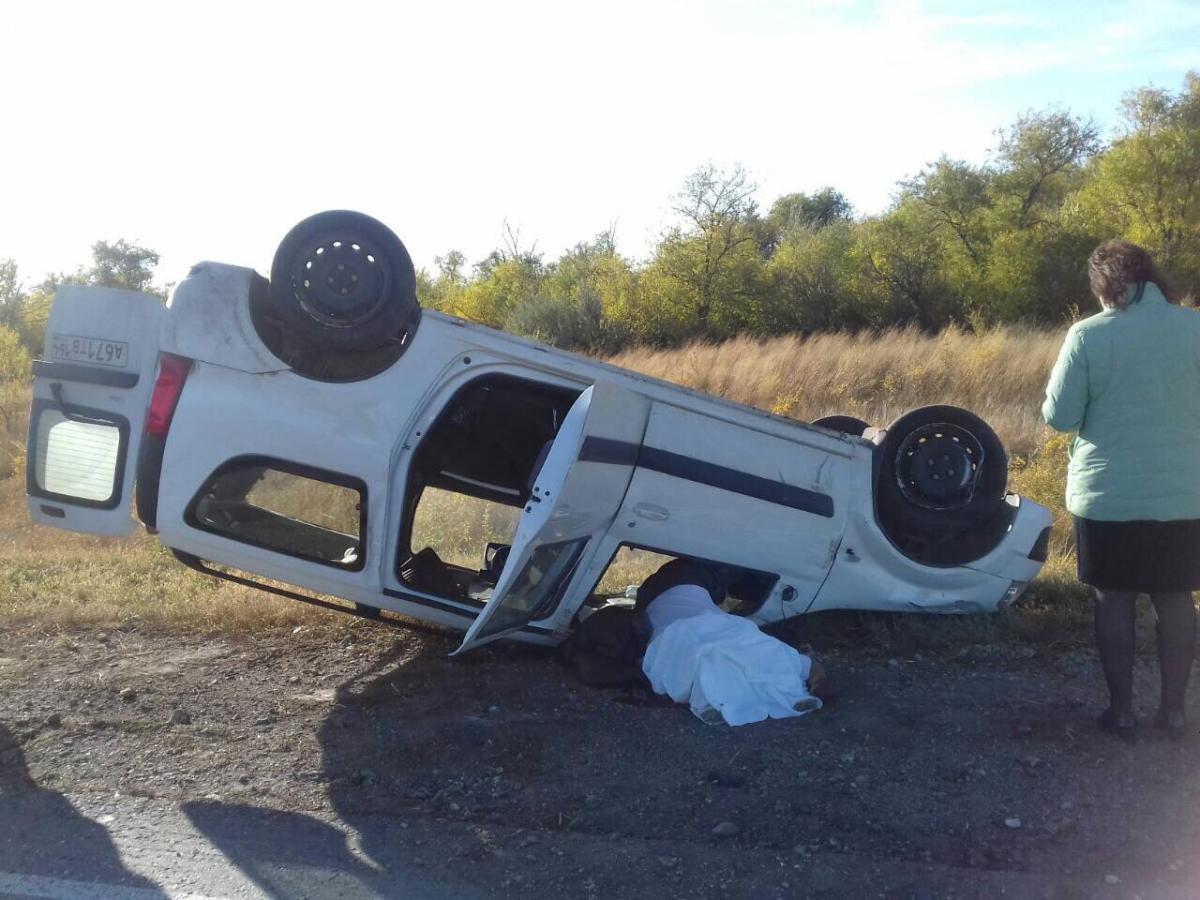 Вперевернувшейся машине натрассе Энгельс-Ершов отыскали труп водителя