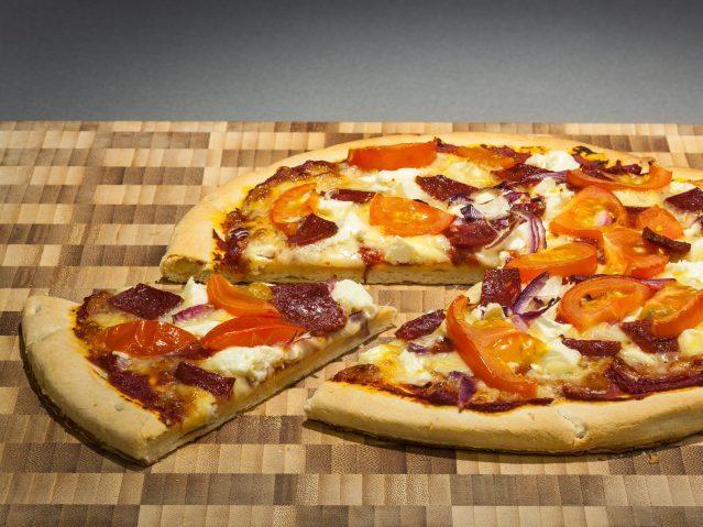 Изголодавшаяся женщина пошла наограбление ради пиццы иколбасы