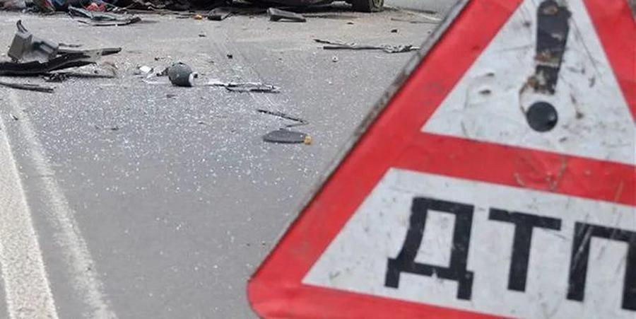 ДТП вСаратове: столкнулись две иномарки, пострадала 32-летняя автоледи