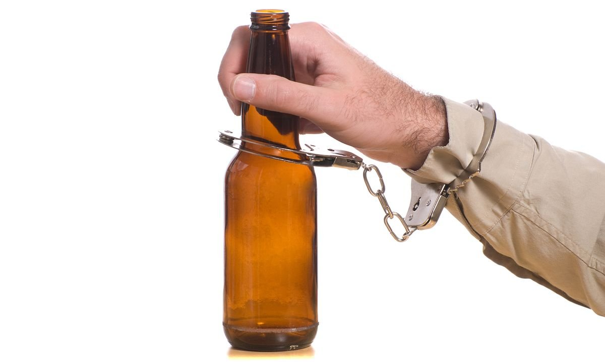 Росгвардейцы задержали похитившего измагазина бутылку текилы саратовца