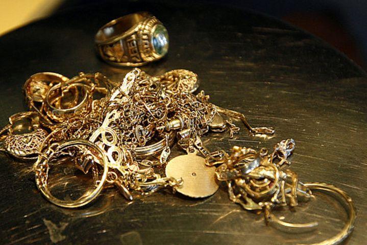 Безработный сдал вломбард краденое золото на120 тыс. руб.