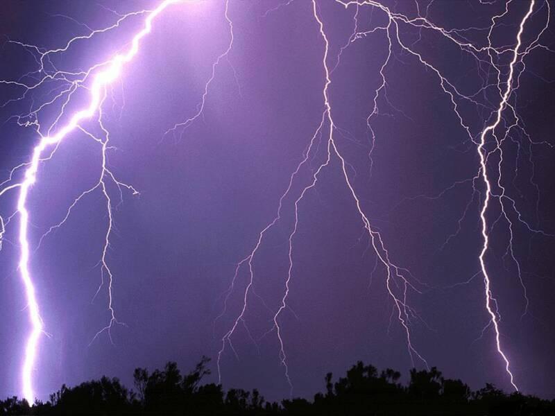 Вечером вСаратове предполагается гроза исильный ветер